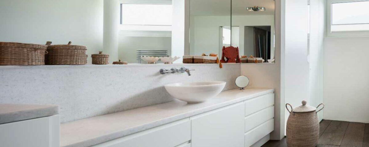 Białe meble w łazience